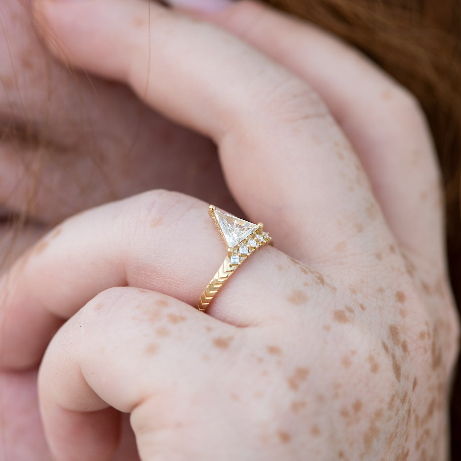 Detailed-Triangle-Diamond-Ring-with-Gold-Pattern-0.5-carat-CLOSEUP-movement