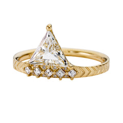 Detailed-Triangle-Diamond-Ring-with-Gold-Pattern-0.5-carat-CLOSEUP