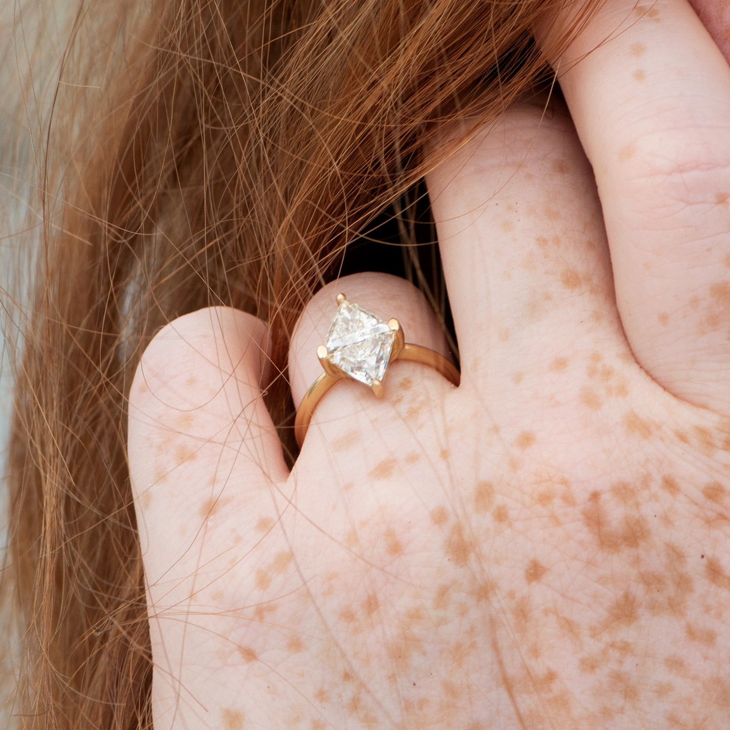 Diamond-Rhombus-Engagement-Ring-with-Triangle-Cut-Diamonds-on-kend-side