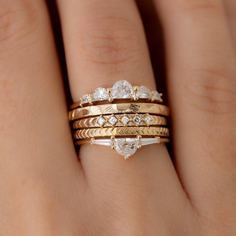 Engraved-Golden-Sun-Pattern-Wedding-Band-video-in-set