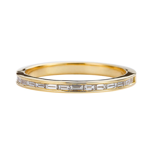Eternity-Wedding-Ring-with-Baguette-Diamonds-Art-Déco-Style-Wedding-Band-closeup
