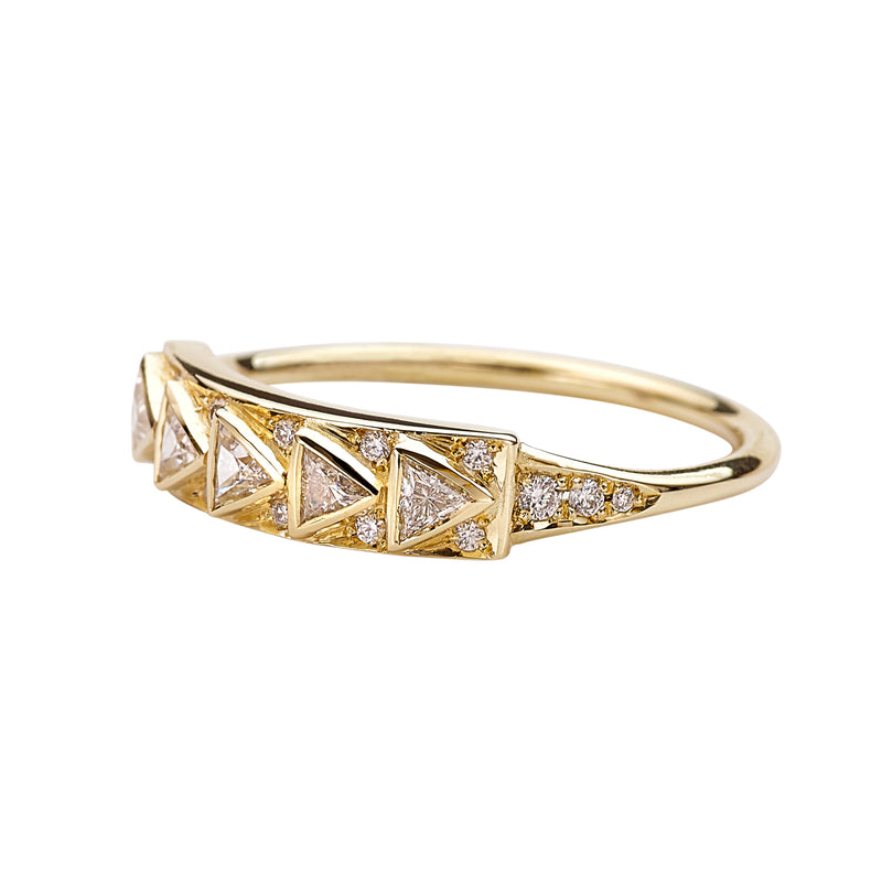 Geometric-Bar-Ring-with-Triangle-Cut-Diamonds-in-18k-Solid-Gold-closeup