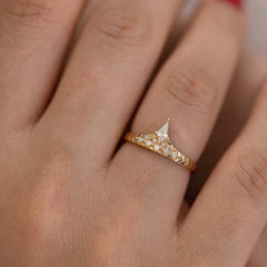 Geometric band with diamond peak alone