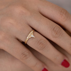 Geometric band with diamond peak top view