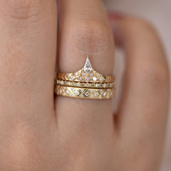 Geometric band with diamond peak with double band