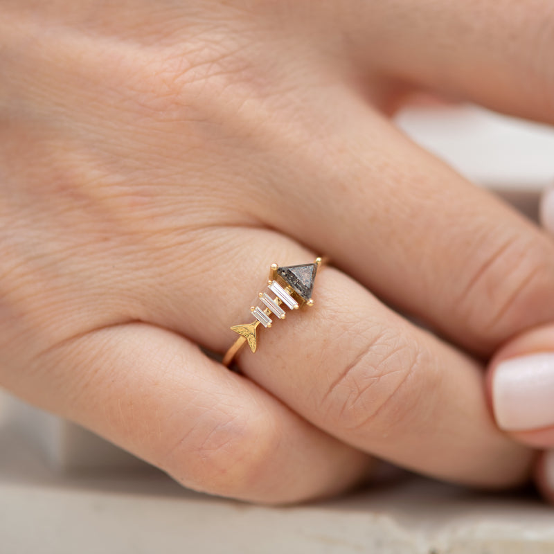 Gold-Fish-Bone-Ring-with-Triangle-and-Baguette-Cut-Diamond-sude-shot