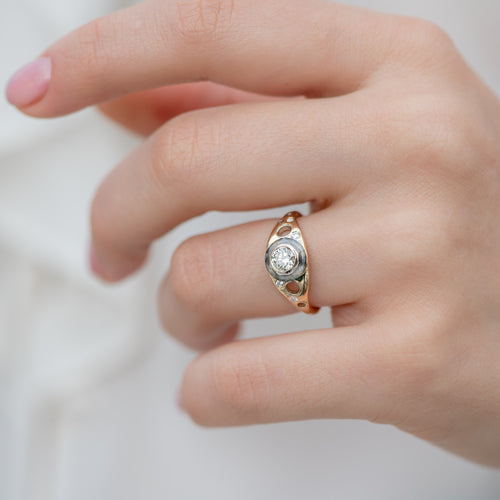 Golden-Grommet-Ring-with-a-Fancy-Green-Diamond-and-Grey-diamond-Sphere-side-shot