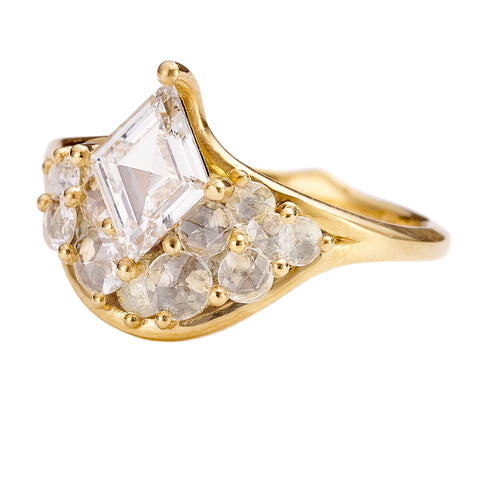 Grey-Rose-Cut-Diamond-Ring-with-a-OOAK-Diamond-Rhombus-SIDE-CLOSEUP
