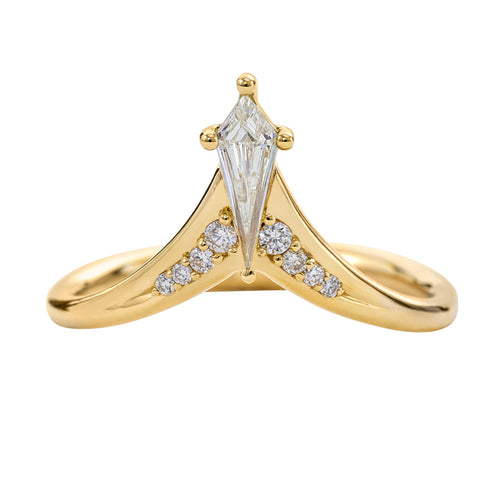 Kite-Diamond-Wedding-Ring-with-Brilliant-Diamond-Detailing-closeup