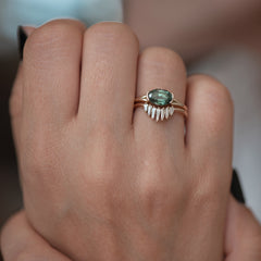 Nesting-Wedding-Ring-with-Baguette-Diamonds-bridale-set