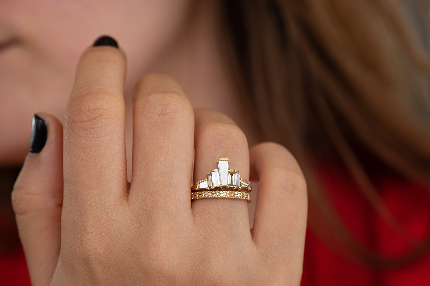 Einzigartiger Baguette Diamond Tower Ring zur Hand im Set in Licht