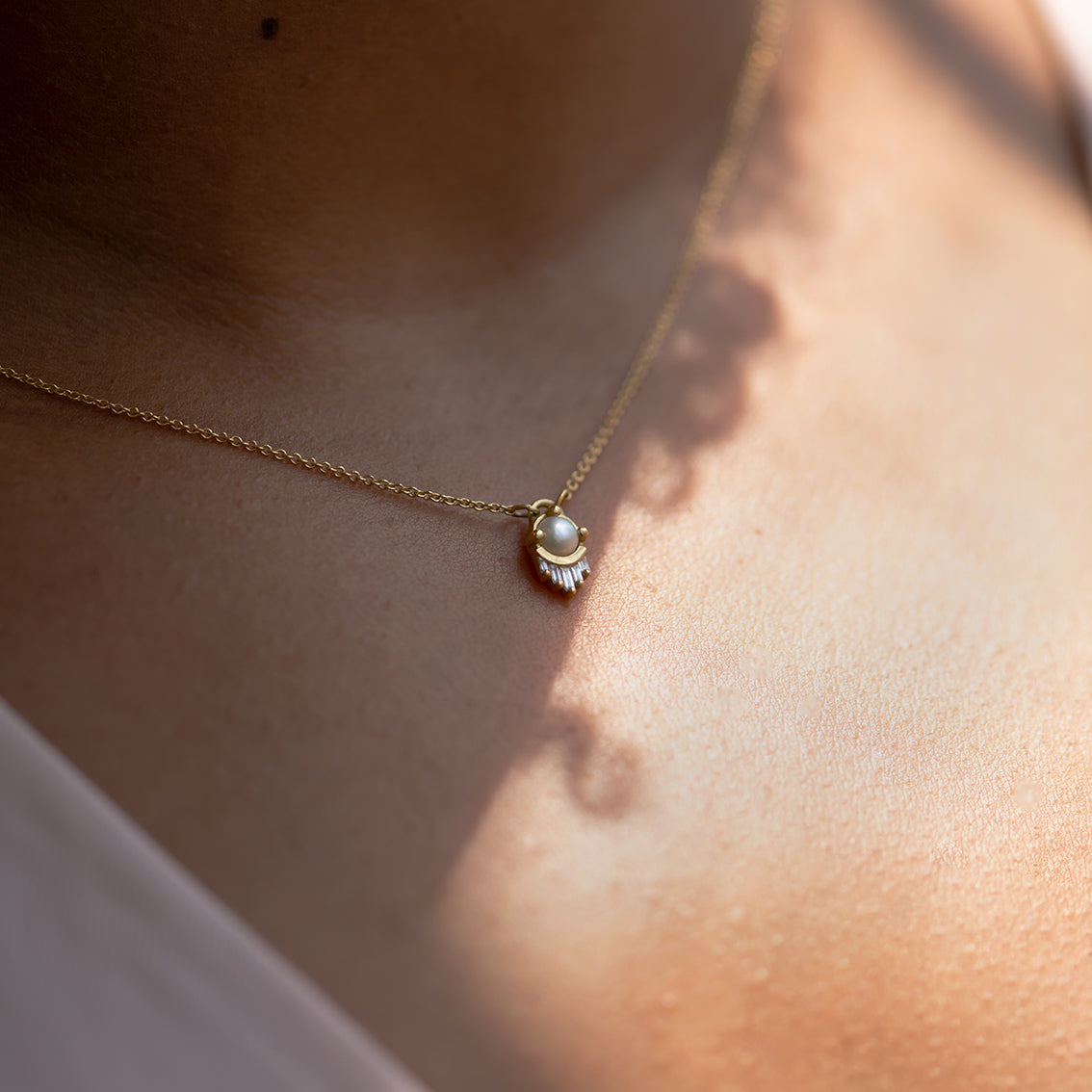 Pearl-and-Diamond-Necklace-in-Solid-Gold-on-skin