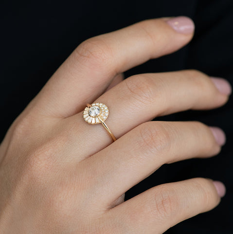 Round Diamond Cluster Engagement Ring 关闭
