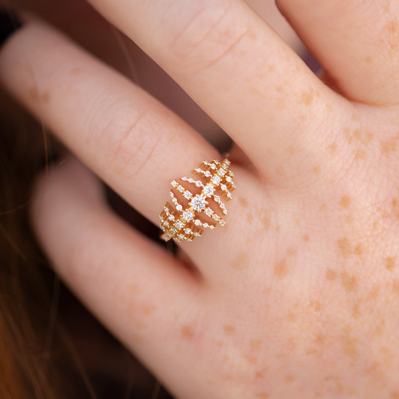 The-Gold-Nova-Ring-with-Garlands-of-Gradient-Diamonds-SPARKING