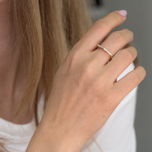 Thin-Tapered-Baguette-Cluster-Ring-Alternative-Hochzeit-Ring-motion