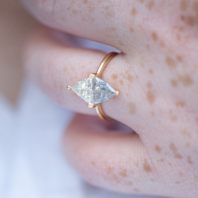Two-Tone-Diamond-Rhombus-Engagement-Ring-White-and-Grey-Trillions-side-shot