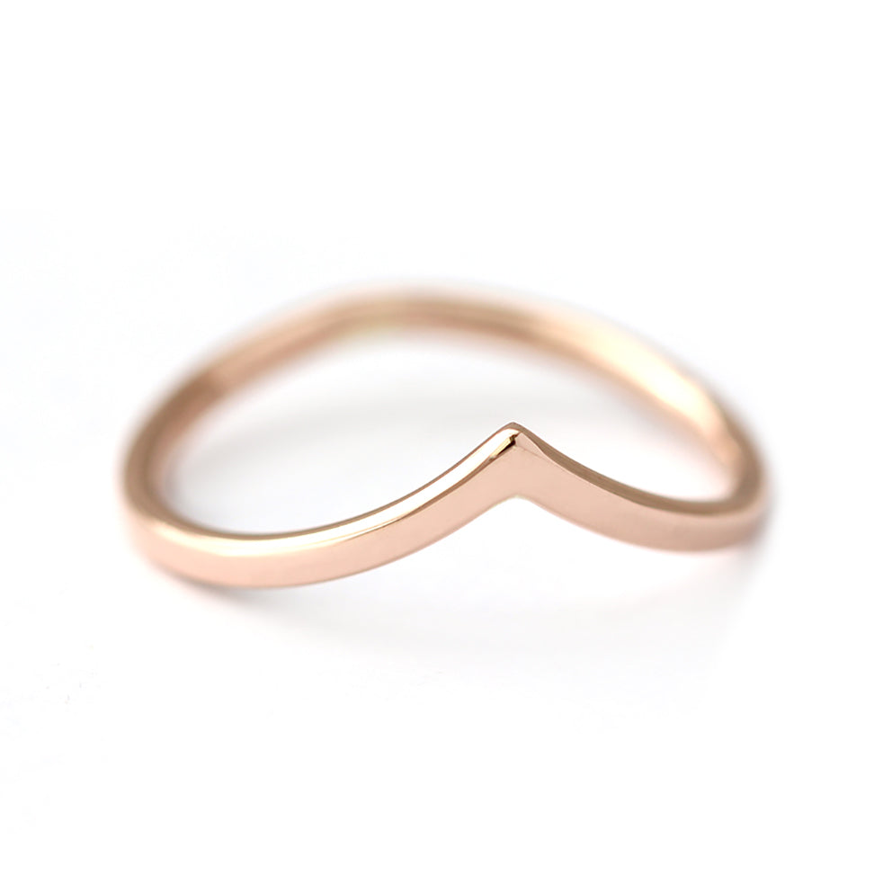 curved wedding V ring