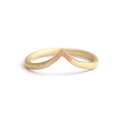 curved wedding gold ring