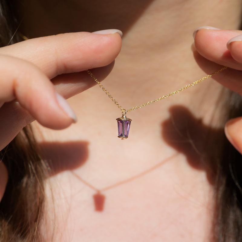 dainty-lilac-sapphire-lantern-pendant-in-solid-gold-closeup