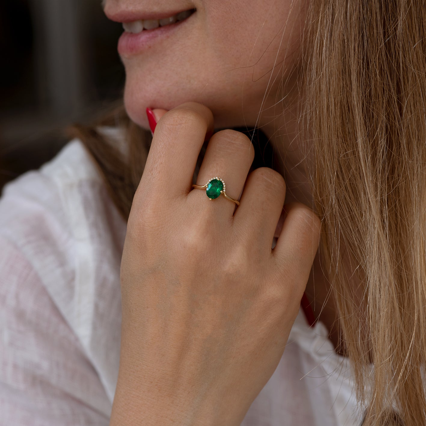 Floating Oval-Cut Emerald engagement ring6