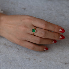 Floating Oval-Cut Emerald engagement ring8