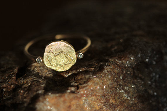 Dog and Snake Ring in massivem Gold