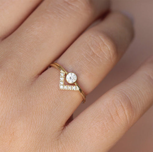 Round Diamond Wedding Set with Diamond V-Ring
