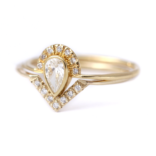 Braut Set: Pear-Diamond Crown Ring mit Diamant-V-Ring -