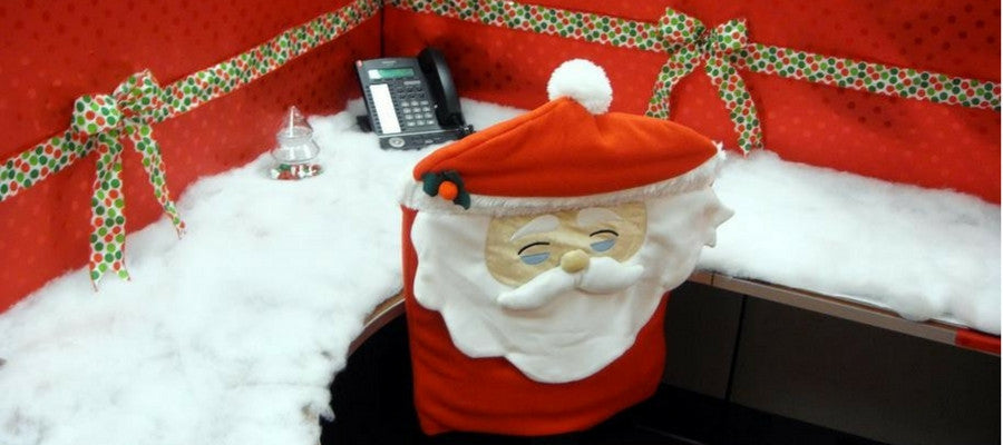 ways to decorate your office desk like a pro at christmas halloween rh kitoutmyoffice com christmas office desk decoration ideas christmas office desk decorating contest