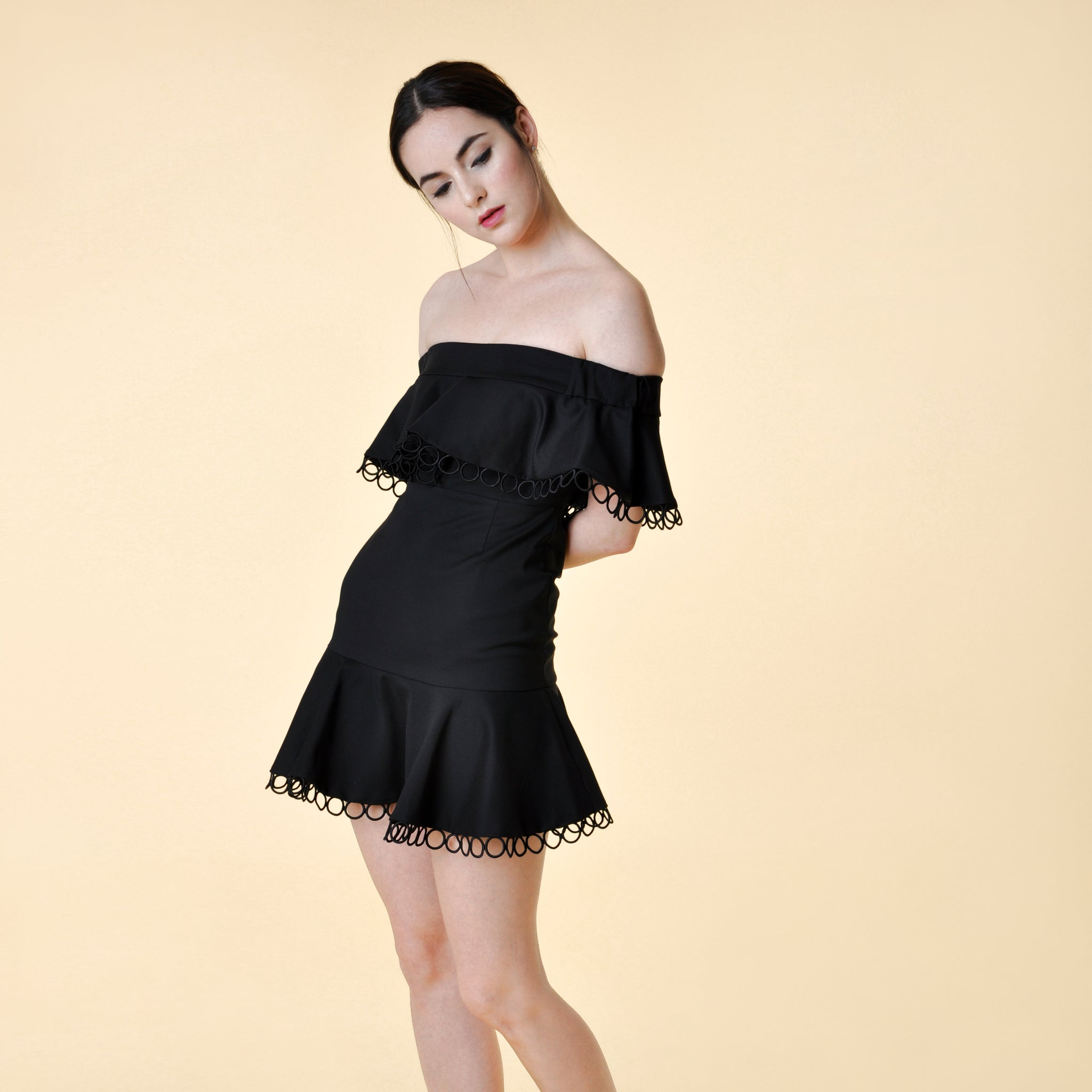 OFF-SHOULDER MINI DRESS <BR> BLACK