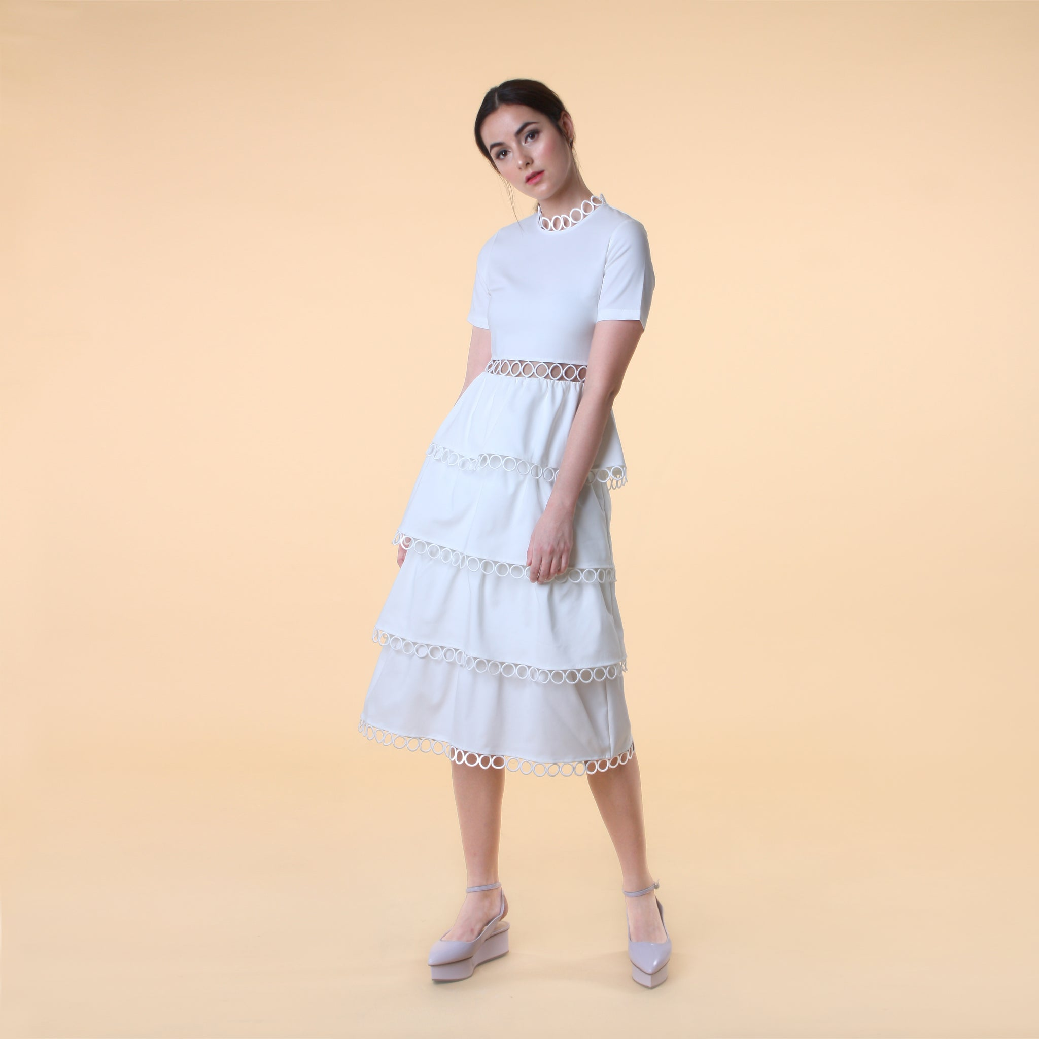 SHORT SLEEVE TIERED MIDI DRESS <BR> WHITE