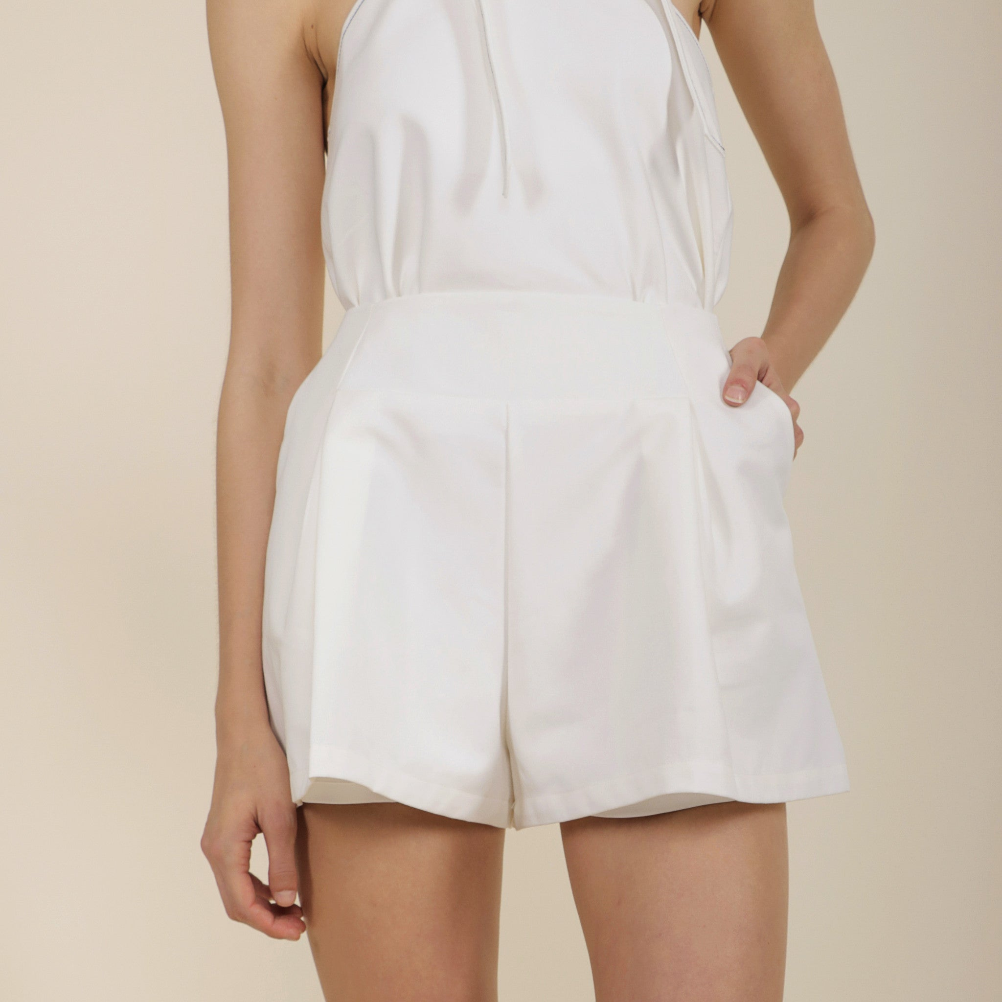 HIGH WAISTED SHORTS <br> WHITE