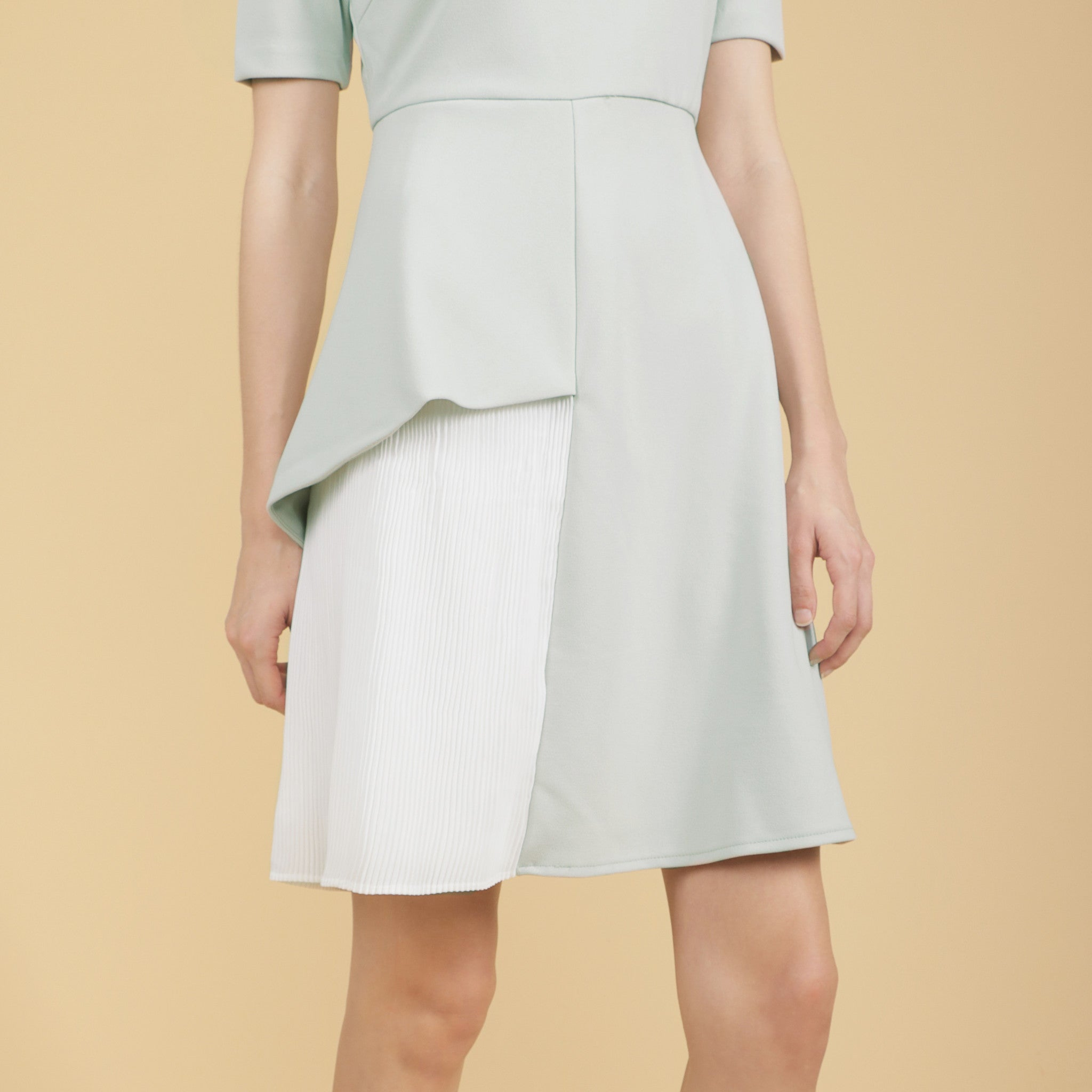 PLEATED PANEL SHORT SLEEVED DRESS <br> MINT GREEN