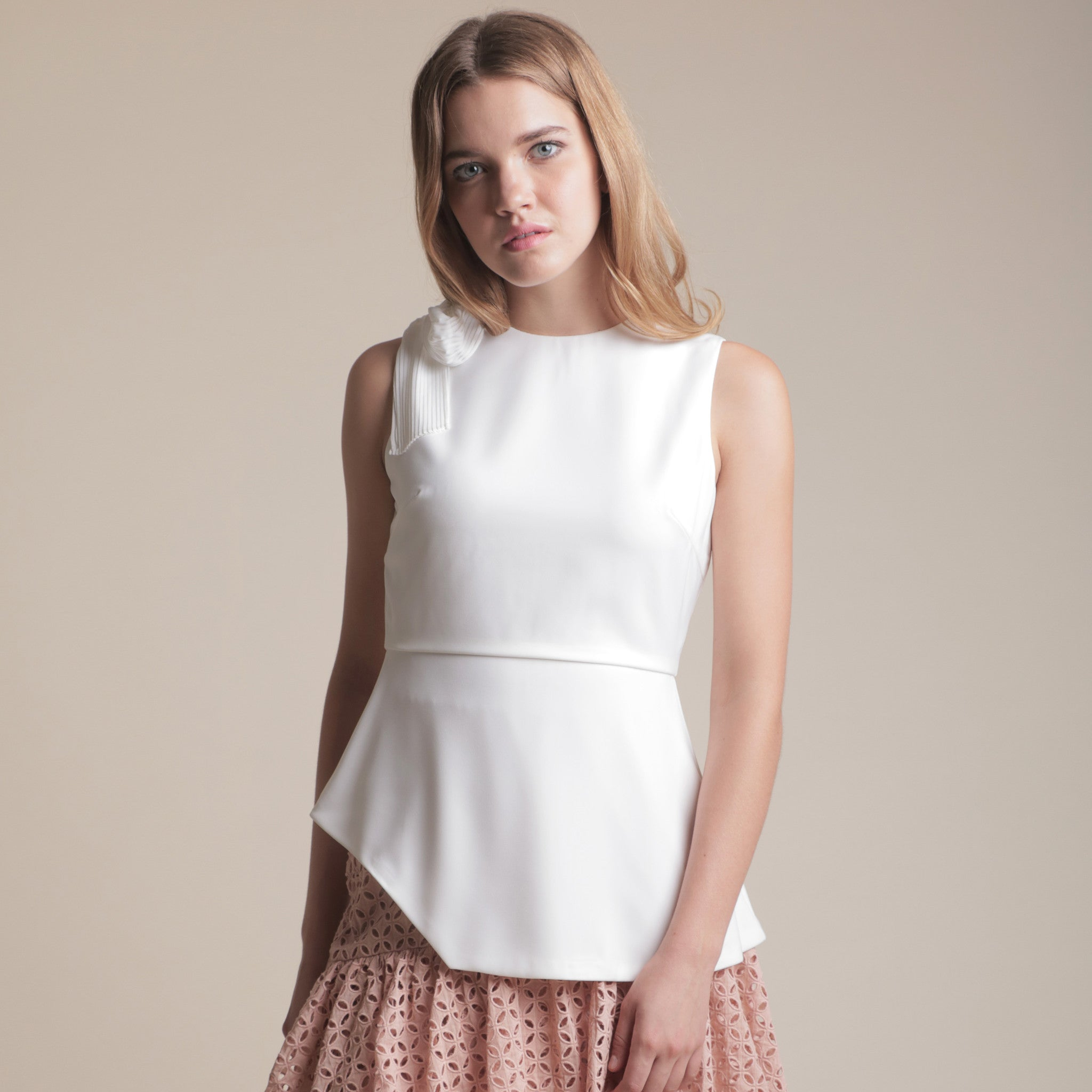 IRREGULAR HEM TOP WITH PLEATED SASH <BR> WHITE