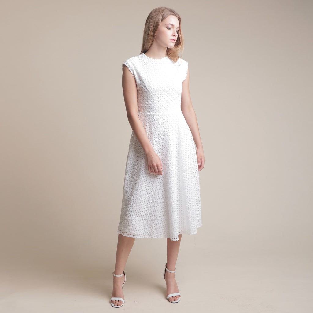 TEXTURED FITTED WAIST MIDI DRESS <BR> WHITE