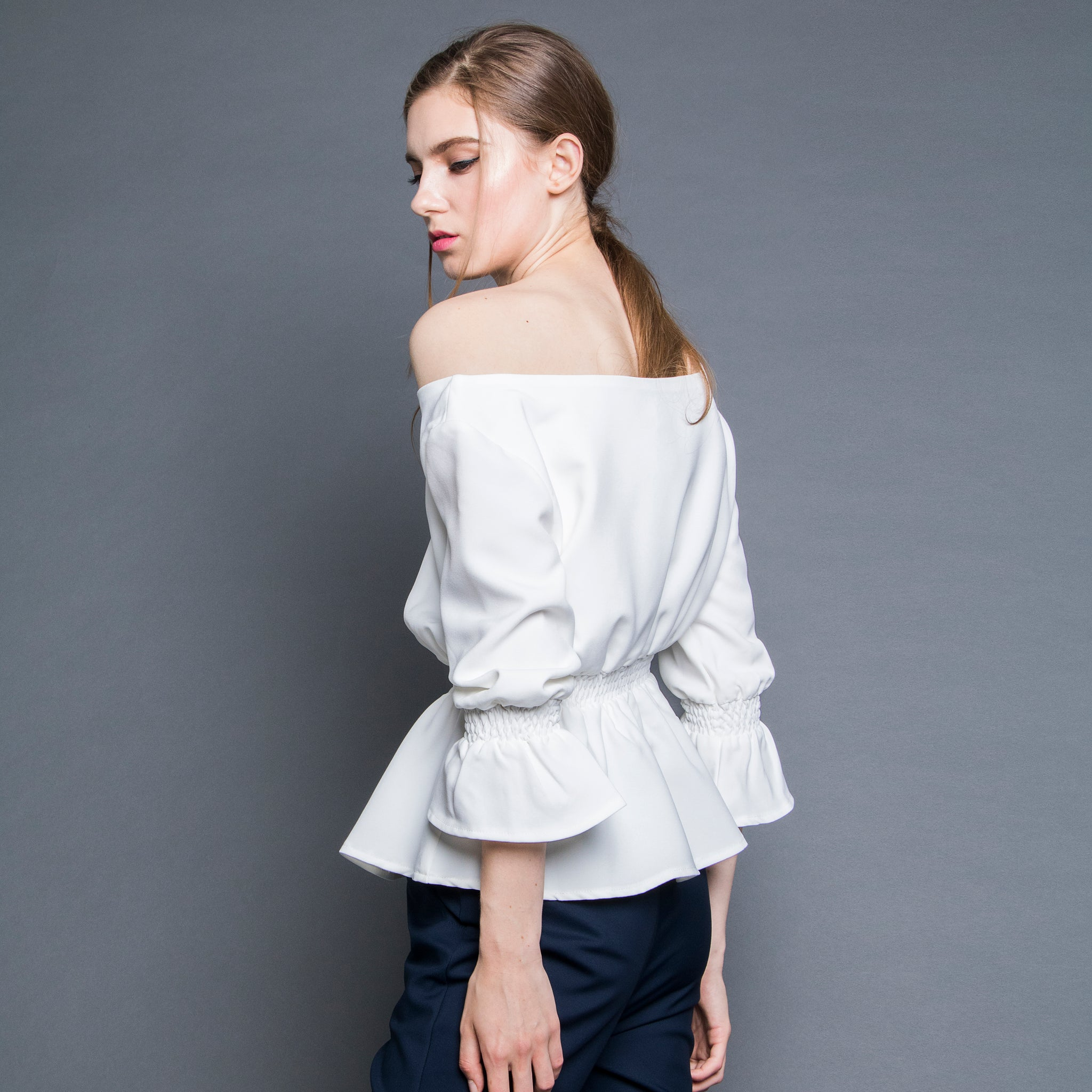 OFF-SHOULDER SMOCKED TOP <BR> WHITE