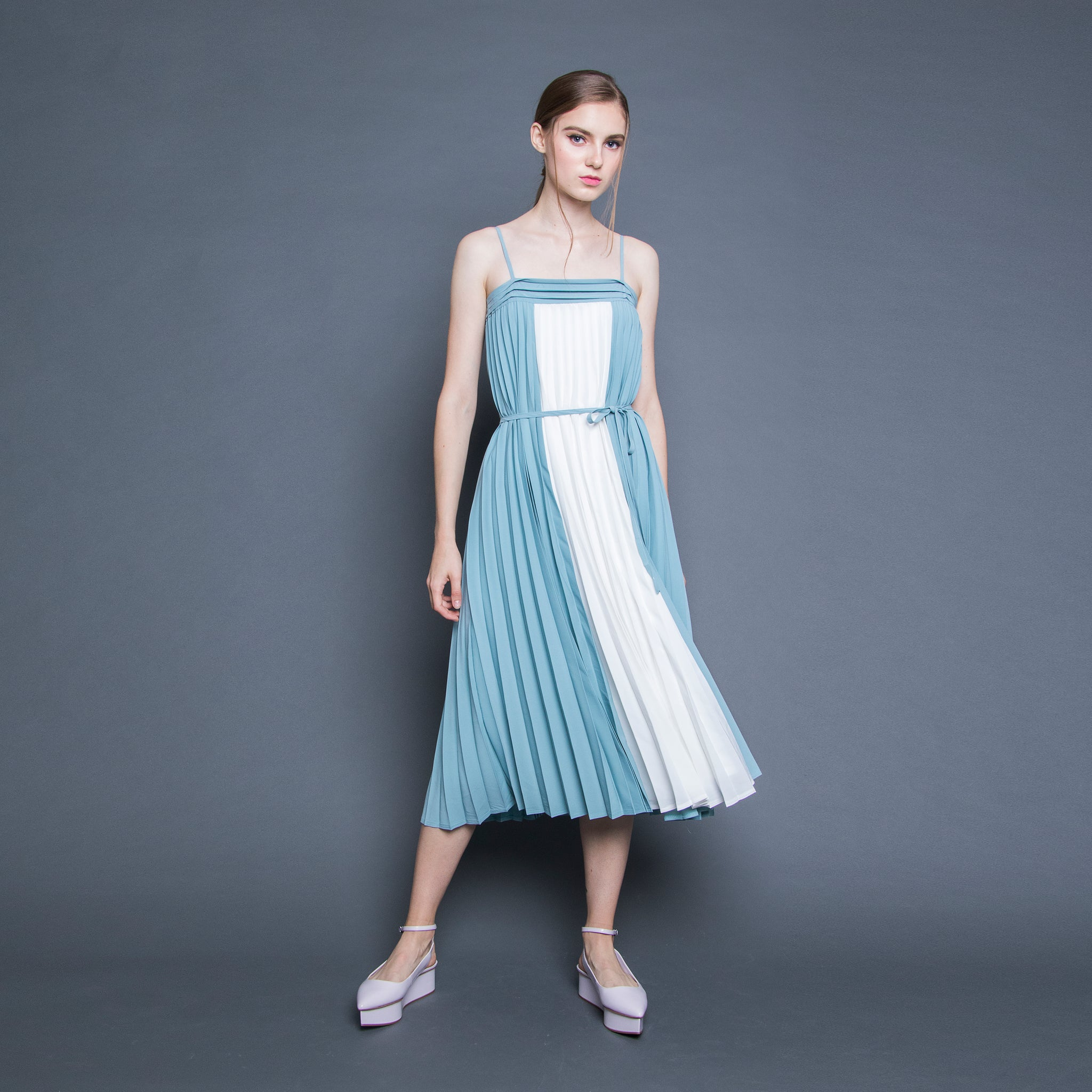 BI-COLOUR PLEATED MIDI DRESS <BR> WHITE/GREEN