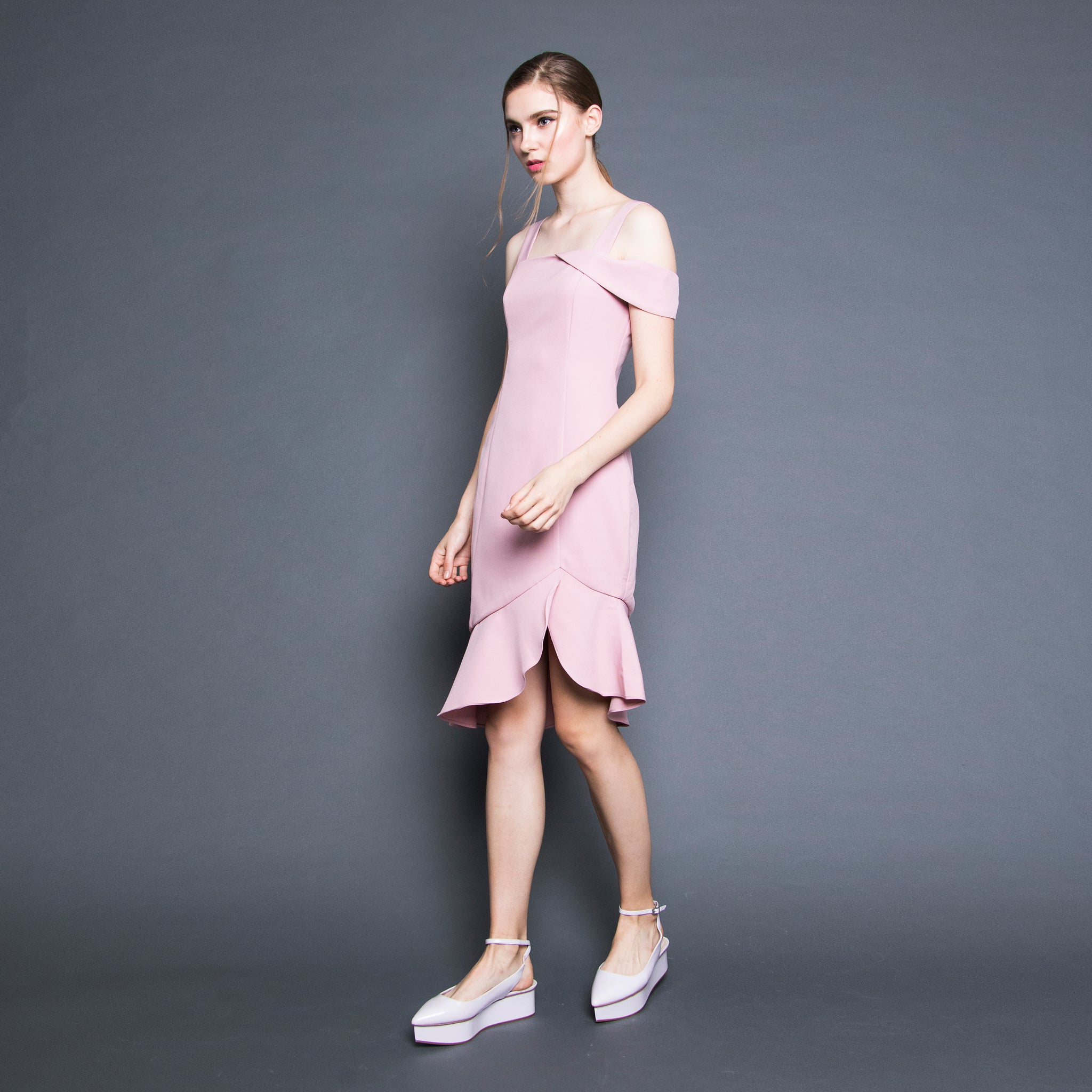 RUFFLE HEM FITTED DRESS <BR> PINK