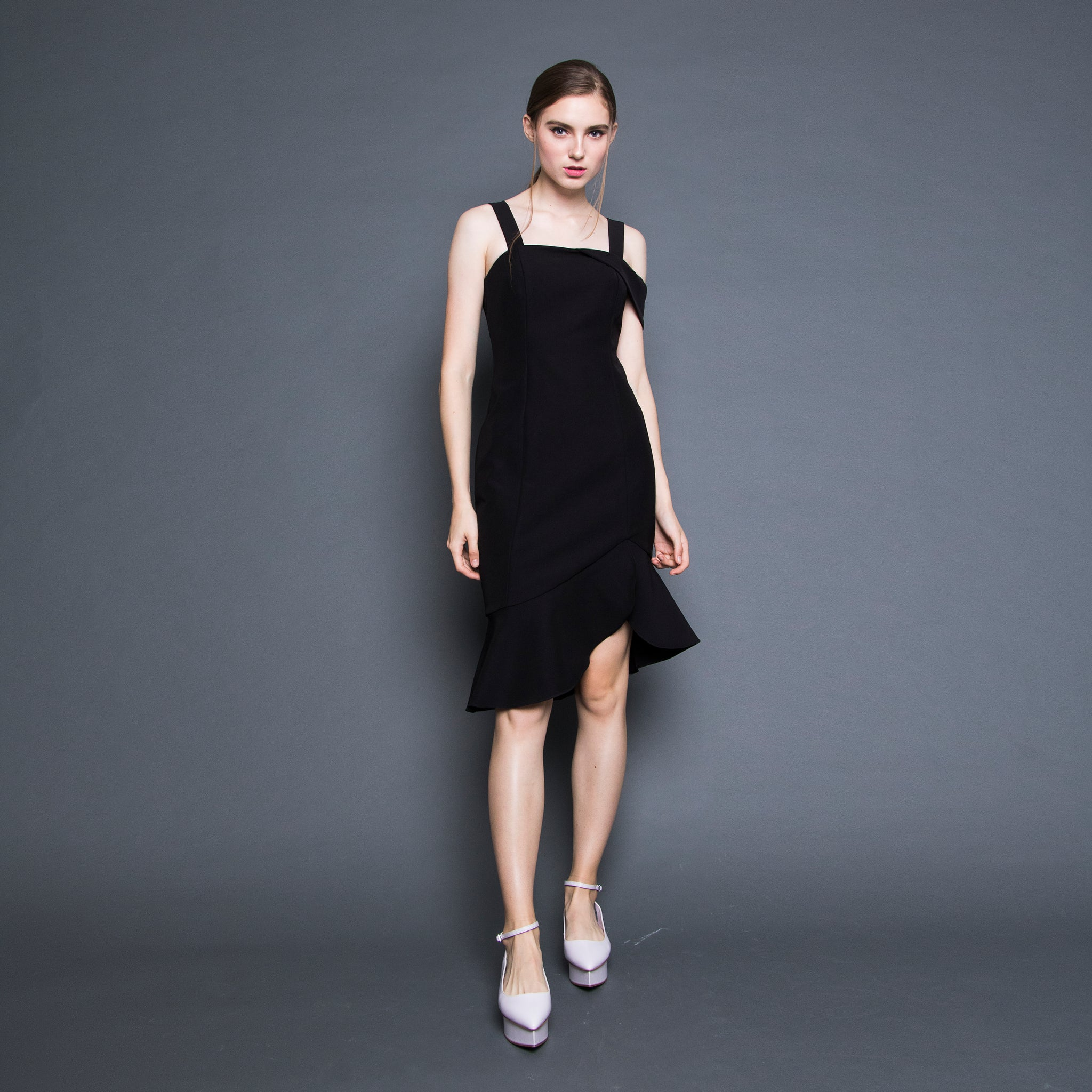 RUFFLE HEM FITTED DRESS <BR> BLACK