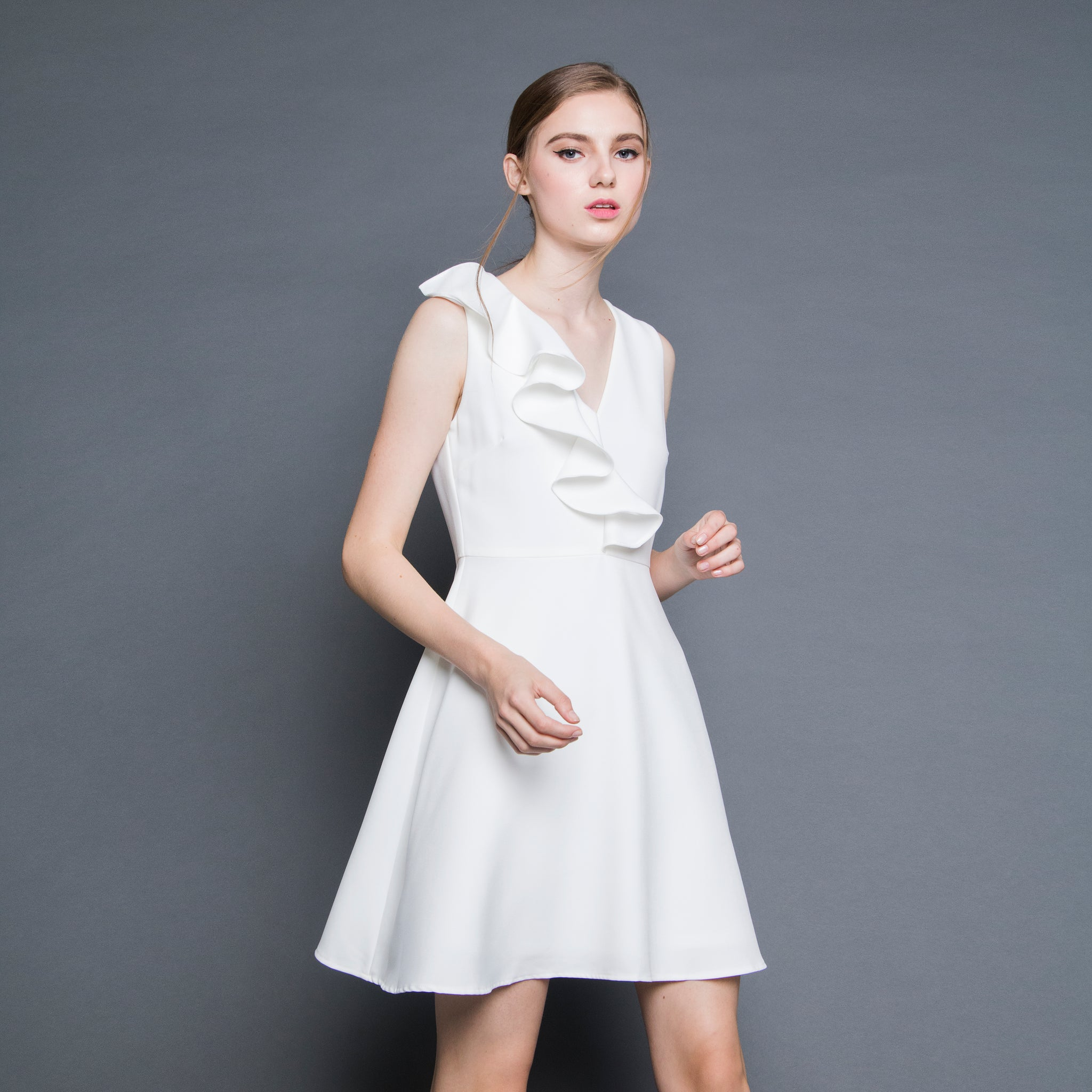 V-NECK RUFFLE DRESS <BR> WHITE