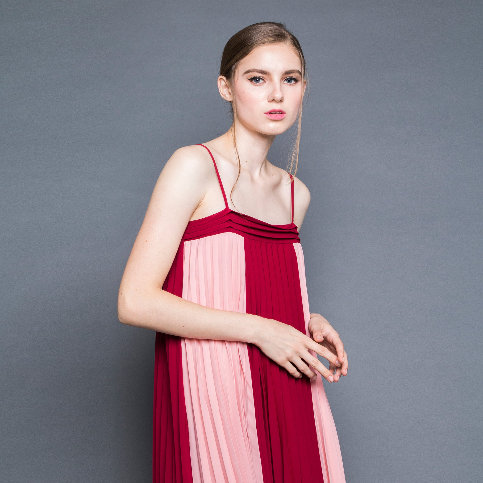 BI-COLOUR PLEATED MIDI DRESS <BR> RED/PINK