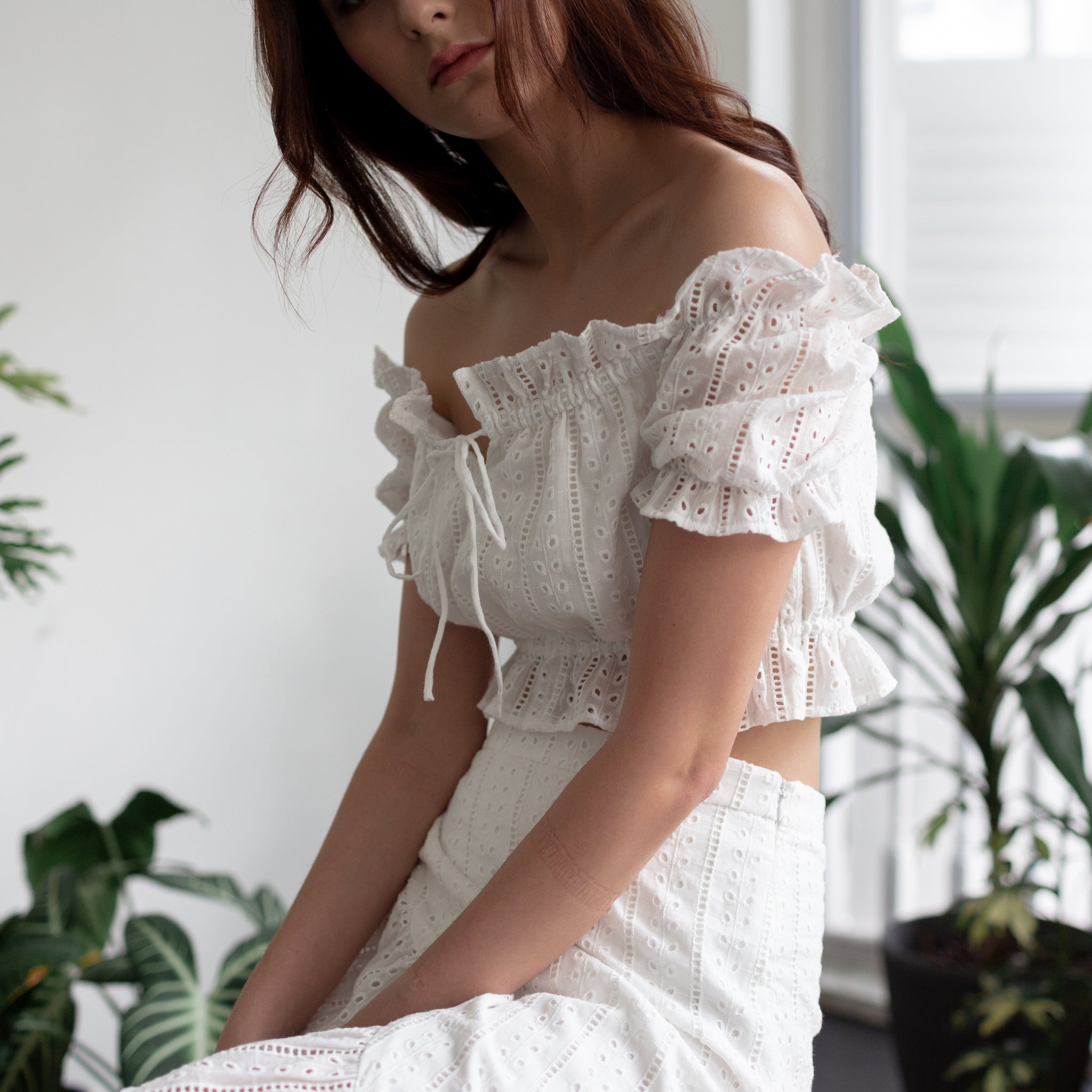OFF-SHOULDER CROP TOP <BR> WHITE