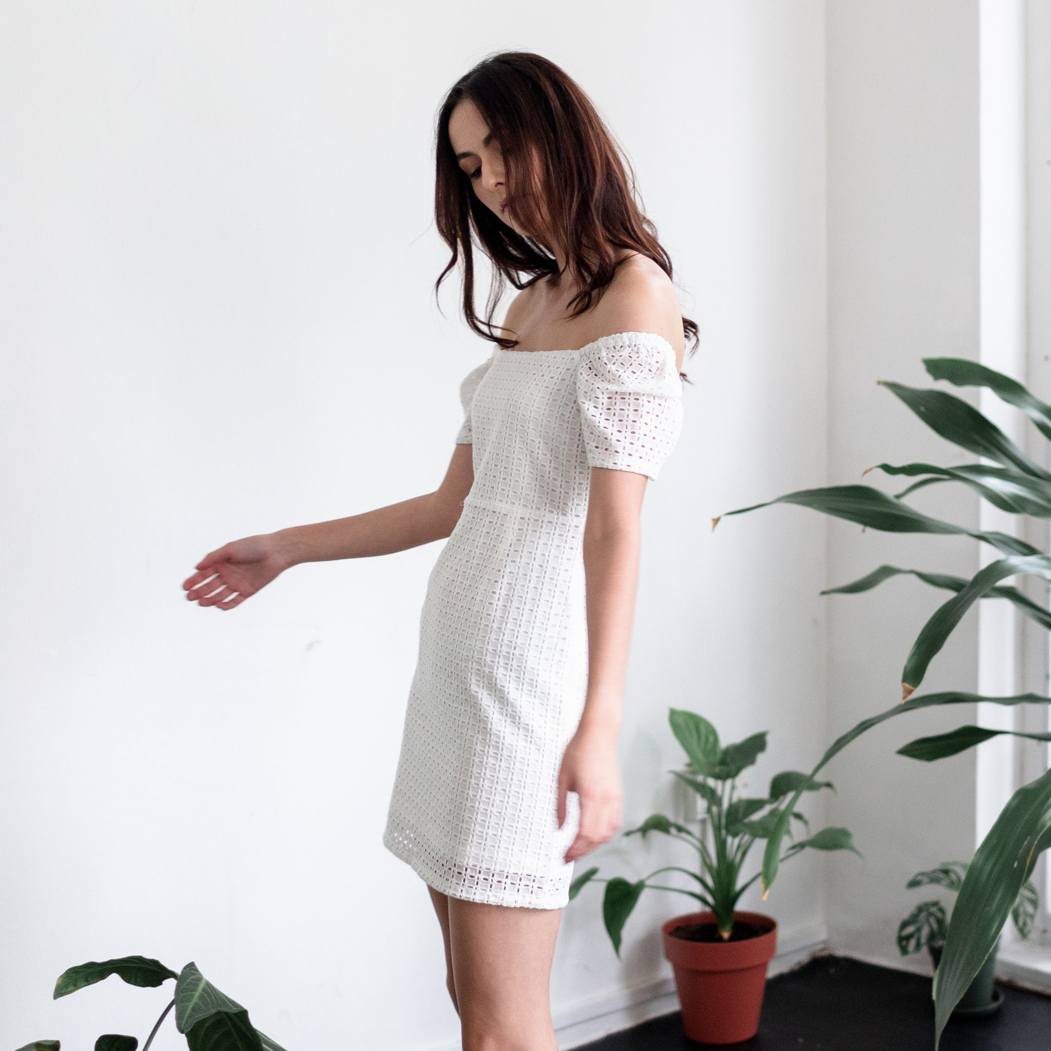 STRAIGHT NECKLINE MINI DRESS <BR> WHITE