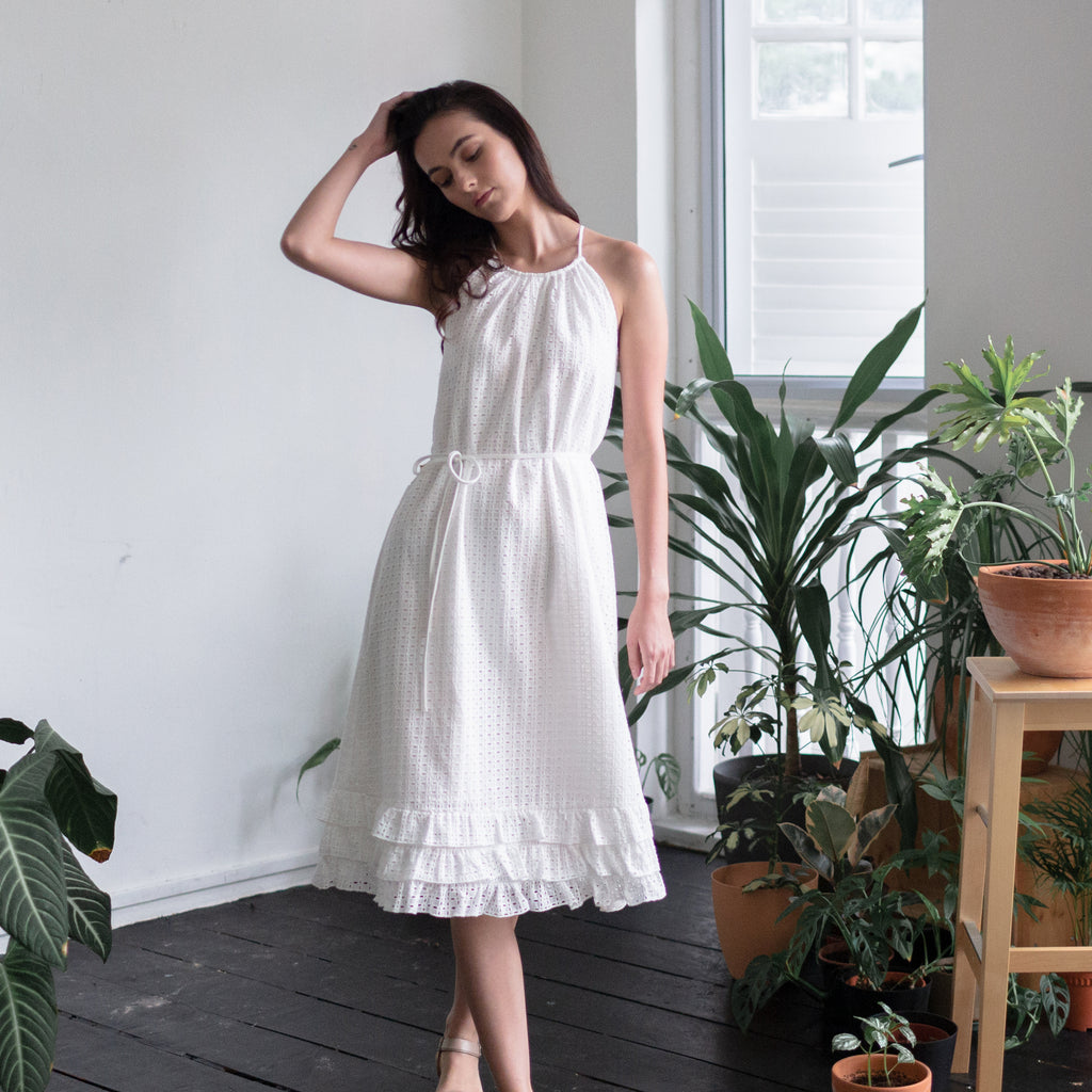 TIERED RUFFLE HEM MIDI DRESS <BR> WHITE