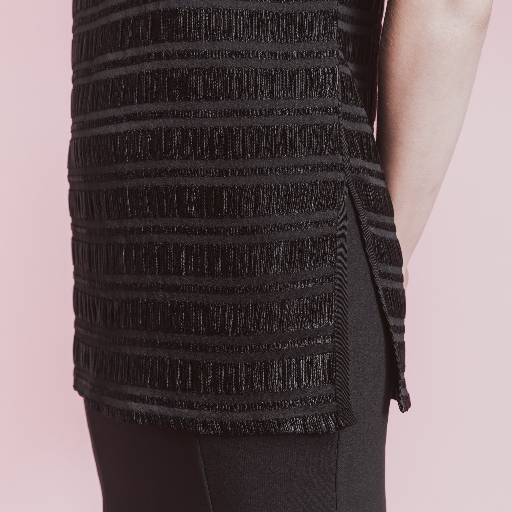 TEXTURED SLEEVELESS TOP WITH PIPINGS