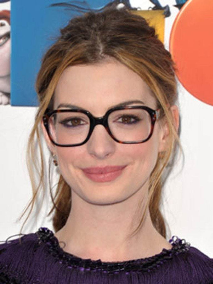 5 Makeup Tips For People Who Wear Glasses