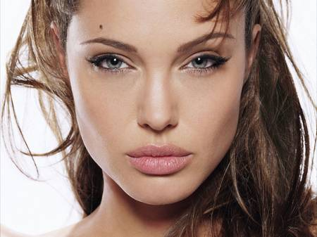 How To Get Plump Lips Like Angelina Jolie | My Makeup Brushes