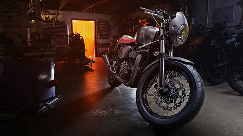 Lossa Triumph Thruxton cafe Racer