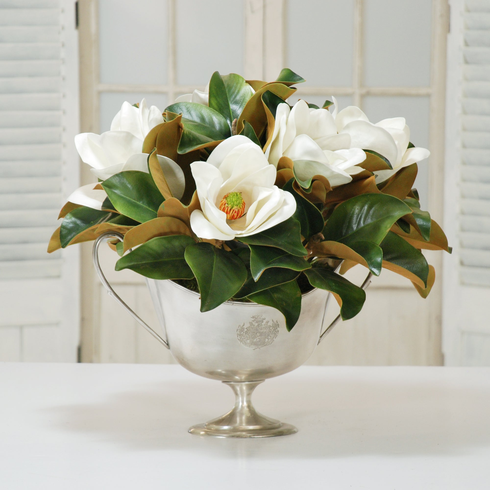 MAGNOLIA CENTERPIECE IN SILVER TROPHY CUP (DP700-WHGR)