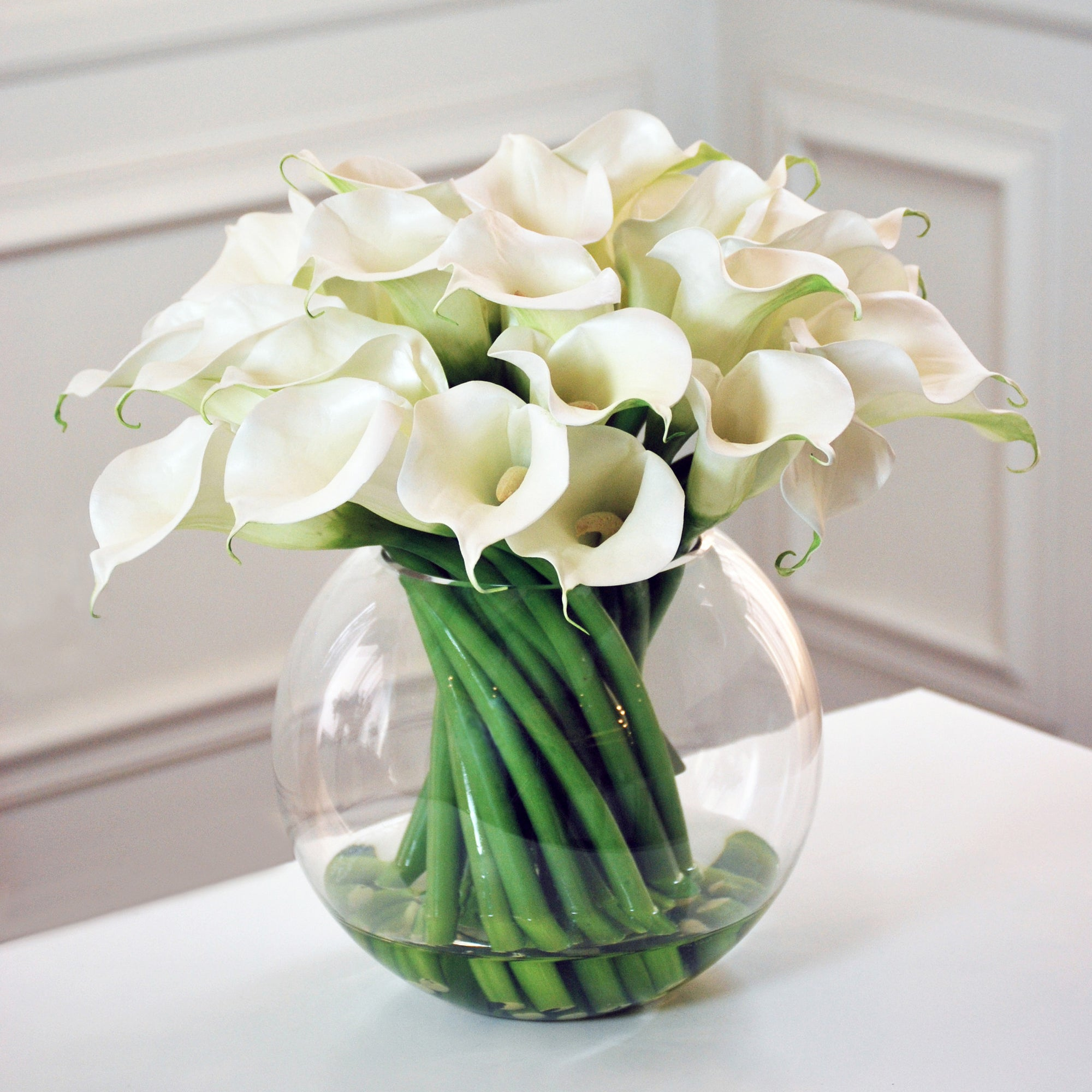 CONTEMPORARY CALLA LILY IN GLASS (WHJB363-WH) - Winward Home silk flower arrangements